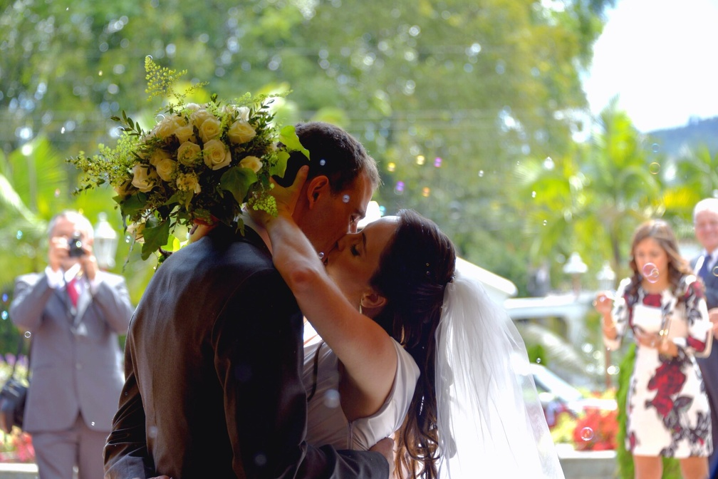 The kiss (1133 visits) Wedding pictures | The kiss
