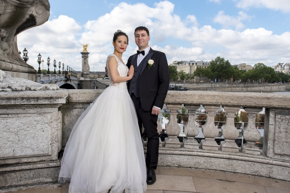 On Paris bridge (1766 visits) Wedding pictures | On Paris bridge
