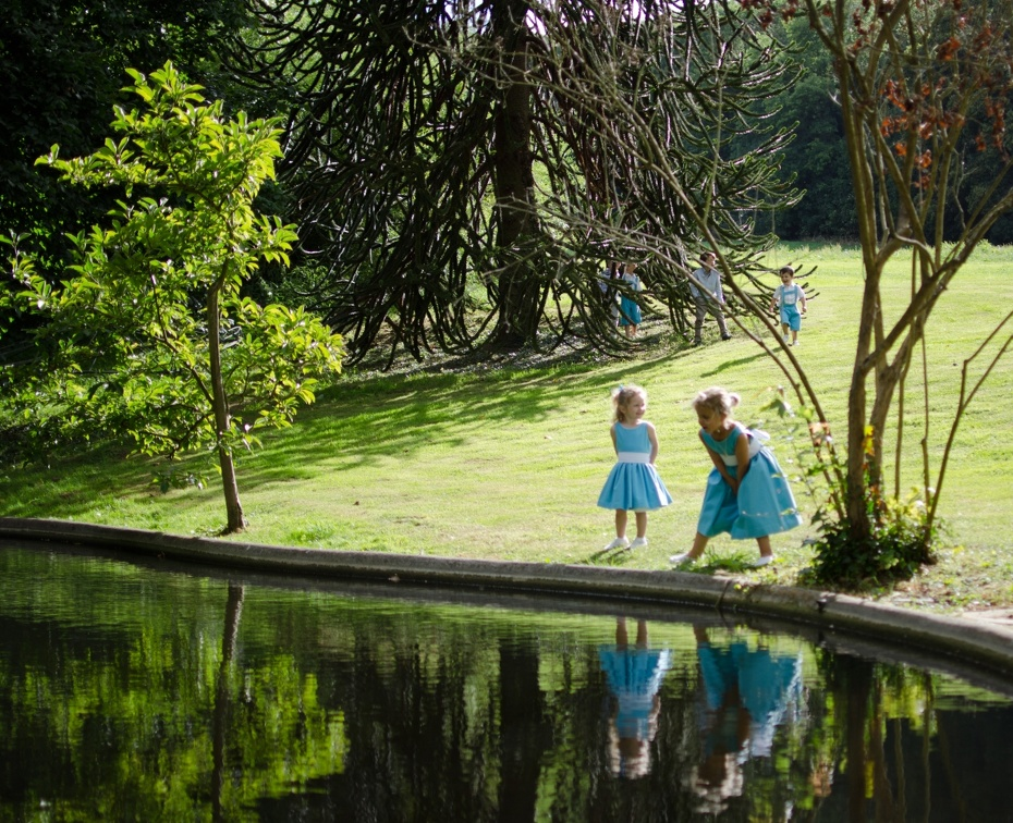 Reflects (2750 visits) Wedding pictures | Children playing with their reflect