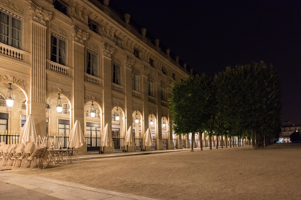 Palais Royal : east archway (1577 visits) Paris by night